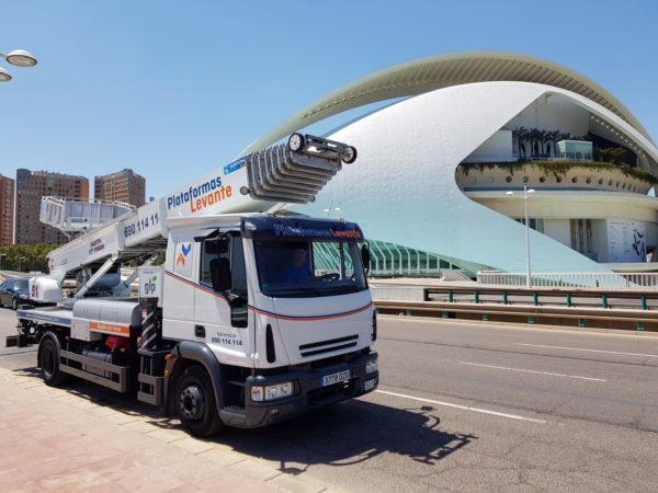 CEM Group sells the first ladderlift Horyong PE510 in Spain